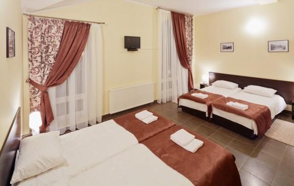 4-ох місний номер в готелі